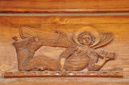 talla en madera: Iglesia Odzun, Armenia. Tallado en madera. Ángel. Foto de archivo