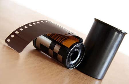 gold cans: rotolo della pellicola con la scatola metallica Archivio Fotografico