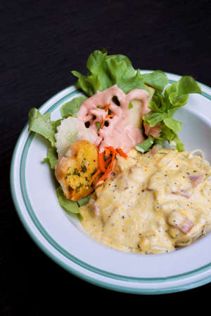 gastro: Selective focus of spaghetti carbonara with ham and bacon on wood background