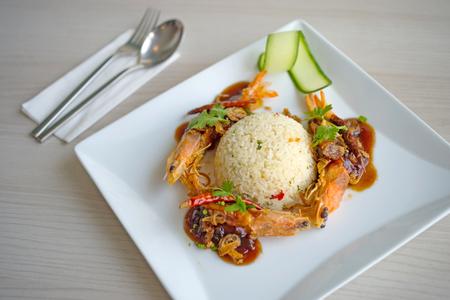 tamarindo: Deep fried shrimp in tamarind sauce with rice, selective focus