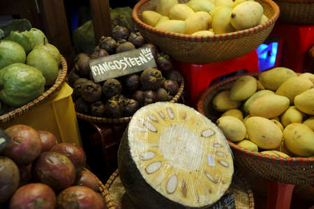 Thai traditional fruit market. Thai Asian tropical traditional fresh ripe fruit Zdjęcie Seryjne - 131752512