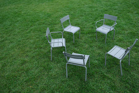 Empty childrens chairs on the green grass in the Park Stockfoto - 131752555