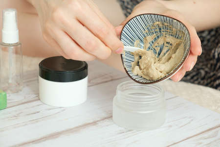 DIY cosmetics. hands in the frame create a cream of different ingredients. Stockfoto - 149398994