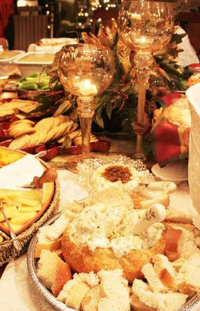 Aperitivos en mesa con decoraciones de fantasía  Foto de archivo - 2464266