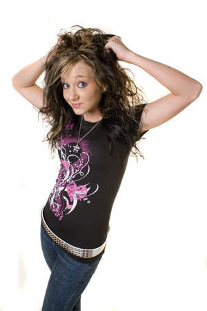 rocker girl: muchacha joven bonita del eje de balanc�n con el pelo grande