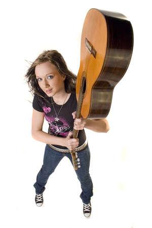 rocker girl: Muchacha joven bonita del eje de balanc�n con la guitarra Foto de archivo