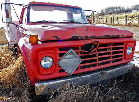 古い赤いトラック