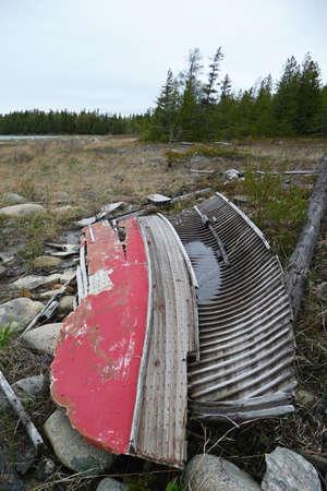 Weathered boat remains at Wingfield Basin Imagens