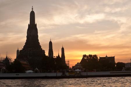 wat arun: Wat Arun Temple of the Dawn in Bangkok during sunset