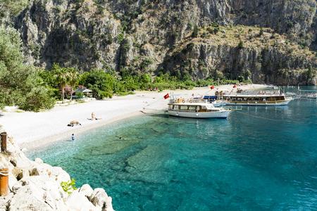 観光客が訪れるトルコ オルデニズ近く有名なバタフライ バレー ビーチ