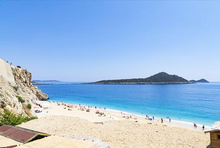 トルコの有名な Kaputas ビーチ観光客