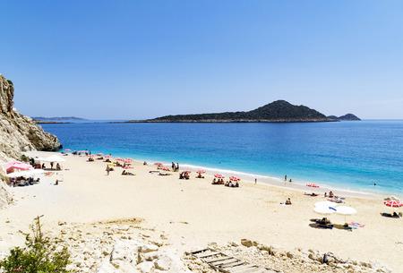 トルコのカス都市近くに有名な Kaputas ビーチで観光客