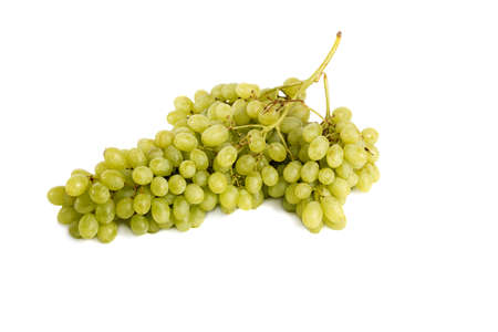 uvas: un gran racimo de uvas en el fondo blanco