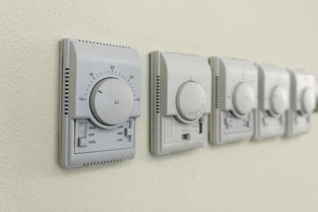 high-tech regulators to control household appliances are located on the wall of the room Foto de archivo - 109252033