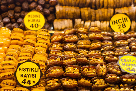 eminonu: Dried apricots with nuts