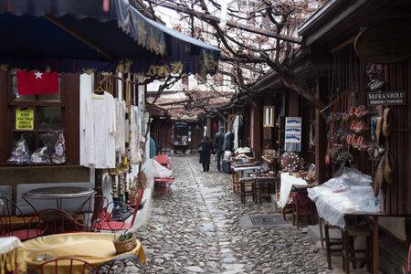 Safranbolu, Turquie - 15 février: Les boutiques de souvenirs dans le vieux bazar Arasta chez 15 Février, 2014 Safranbolu. Bazar Arasta est ouvert depuis l'Empire ottoman.