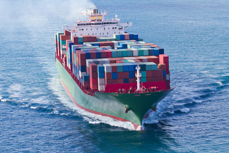 szállítás: Konténerszállító hajó Stock fotó