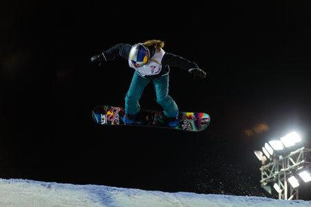 fis: ISTANBUL, TURCHIA - 20 dicembre 2014: Ty Walker salto in Coppa del Mondo FIS di snowboard Big Air. Questo � il primo evento di Big Air per entrambi, uomini e donne.