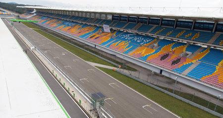 grandstand: ESTAMBUL, Turqu�a - 12 de octubre 2014: circuito de Istanbul Park y tribuna durante la FIA Campeonato del Mundo de Rallycross. Editorial