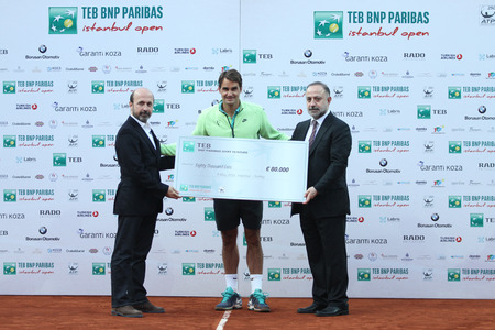 paribas: ISTANBUL, TURKEY - MAY 03, 2015: Swiss player Roger Federer celebrate the victory in TEB BNP Paribas Istanbul Open 2015 Editorial