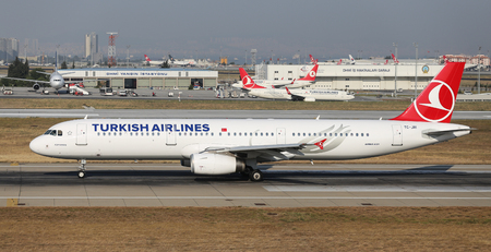 thy: ISTANBUL, TURKEY - JULY 09, 2015: Turkish Airlines Airbus A321-231 (CN 3405) takes off from Istanbul Ataturk Airport. THY is the flag carrier of Turkey with 284 fleet size and 275 destinations