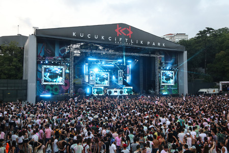 dj boy: ISTANBUL, TURKEY - AUGUST 01, 2015: People have fun in Life in Color the Big Bang tour in Istanbul Kurucesme Arena