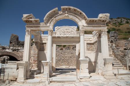 Roman temple: Templo de Adriano en Éfeso Ciudad Antigua en Izmir, Turquía