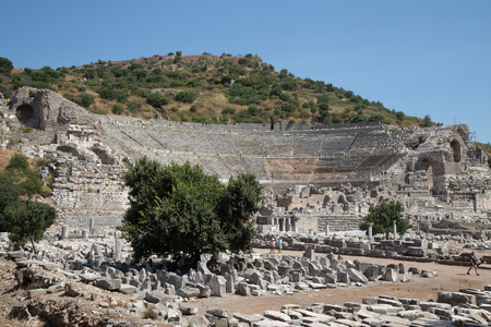 teatro antiguo: Grand Theater of Ephesus Ancient City in Izmir, Turkey