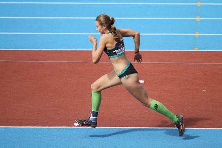 salto largo: ESTAMBUL, Turqu�a - 19 de septiembre, 2015: Atleta Jana Novotna salto de longitud durante el Campe�n de Europa de Atletismo Copa Juniors Grupo A