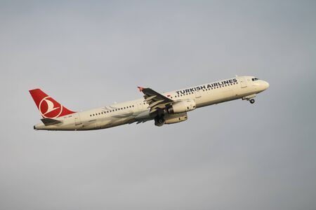 tk: ISTANBUL, TURKEY - NOVEMBER 21, 2015: Turkish Airlines Airbus A321-231 (CN 4654) takes off from Istanbul Ataturk Airport. THY is the flag carrier of Turkey with 299 fleet size and 280 destinations Editorial