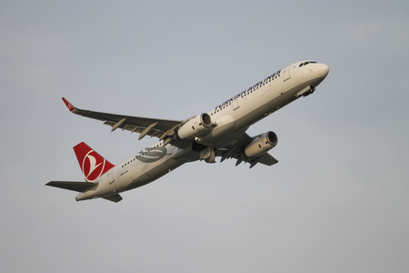 tk: ISTANBUL, TURKEY - NOVEMBER 21, 2015: Turkish Airlines Airbus A321-231 (CN 6822) takes off from Istanbul Ataturk Airport. THY is the flag carrier of Turkey with 299 fleet size and 280 destinations