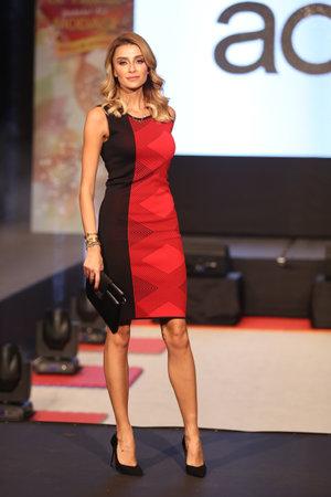 optimum: ISTANBUL, TURKEY - NOVEMBER 07, 2015: Model Ozge Ulusoy showcase one of the latest creations of Stores in Optimum Outlet during Optimum Fashion days catwalk