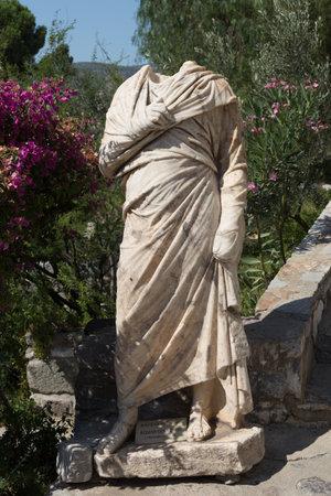 escultura romana: Escultura gobernador romano en el castillo de Bodrum, Turquía Editorial