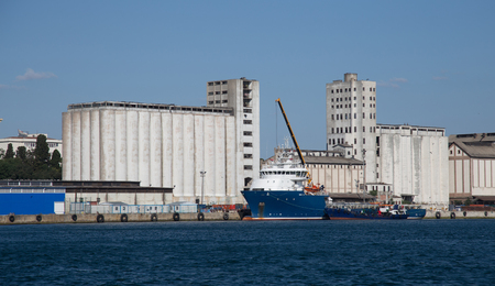 silo: Ship in front of a Port Silo