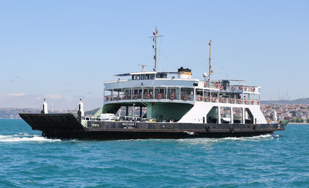 deniz: ISTANBUL, TURKEY - APRIL 30, 2016: Istanbul Deniz Otobusleri ferry passing from European to Asian side of Istanbul. 18 ferries in 3 different types carry passengers and vehicles between Sirkeci and Harem.