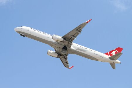 thy: ISTANBUL, TURKEY - OCTOBER 08, 2016: Turkish Airlines Airbus A321-231 (CN 6599) takes off from Istanbul Ataturk Airport. THY is the flag carrier of Turkey with 334 fleet size and 292 destinations