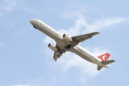 thy: ISTANBUL, TURKEY - OCTOBER 08, 2016: Turkish Airlines Airbus A321-231 (CN 4682) takes off from Istanbul Ataturk Airport. THY is the flag carrier of Turkey with 334 fleet size and 292 destinations