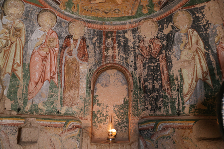 pintura rupestre: Frescos antiguos en la iglesia de la cruz, Cappadocia, Turquía