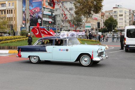ISTANBUL, TURKEY - OCTOBER 29, 2017: Classic Car pass during 29 October Republic Day of Turkey parade in Vatan Avenue 報道画像