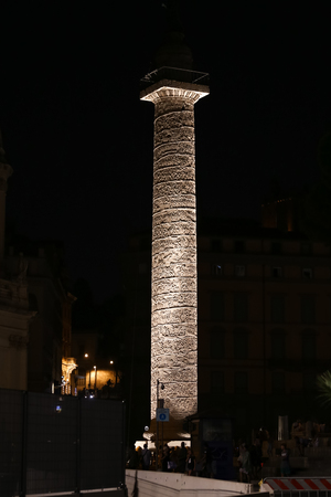 Trajan Column at Night in Rome City, Italy Reklamní fotografie - 122327954