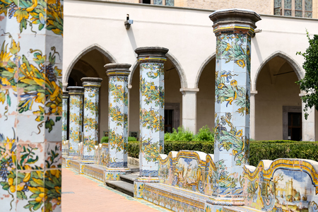Cloister Garden of the Santa Chiara Monastery in Naples City, Italy 免版税图像