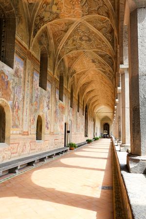Giardino del chiostro del monastero di Santa Chiara nella città di Napoli, Italia