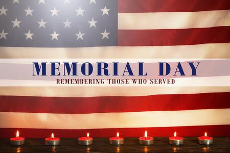 以美国国旗为背景点燃哀悼蜡烛。纪念周末,爱国者的退伍军人日,记住那些服务文本的人。默哀时刻的概念。关闭,拷贝空间。