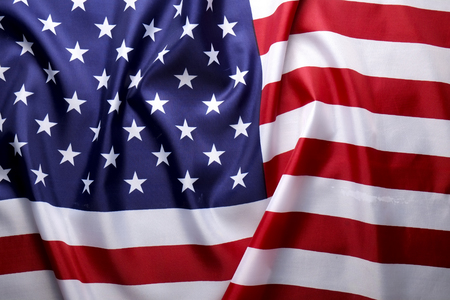 近距离观察皱褶的美国国旗。爱国者日、阵亡将士纪念日、退伍军人日、总统日、独立日背景。美国国家星条旗的象征。副本的空间。