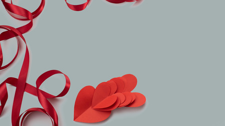 Banner red ribbon heart gray background gift. Concept Valentine's day, women's day, mother's day 免版税图像
