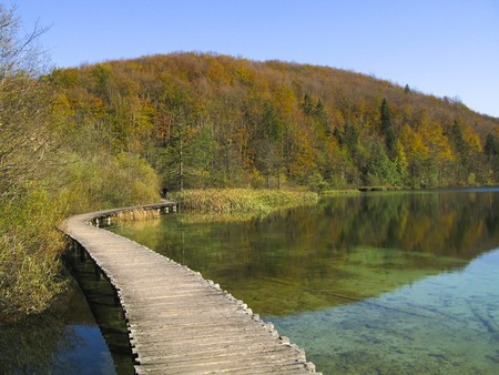 Autumn foliage, green lake and wooden path, Plitivce lakes, Croatia Stock Photo - 4146538