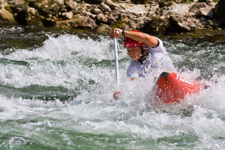 republika: BANJA LUKA, BOSNIA AND HERZEGOVINA - JULY 16: An unidentified athlete from Slovenia competes at European Junior and U23 Canoe Slalom Championships on July 16, 2011 in Banja Luka, Bosnia and Herzegovina. The event is from July 14-17, 2011.