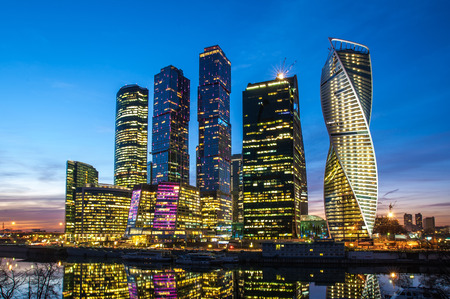 Moscow City Moscow International Business Center in de nacht, Rusland