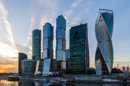 negocios internacionales: la ciudad de Moscú Moscú Centro Internacional de Negocios en la noche, Rusia Foto de archivo