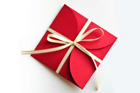 Beautiful christmas red envelope gift isolated on white Foto de archivo